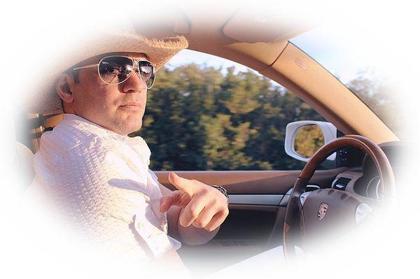 高速道路で自動車を運転する夢(高速道路で飛ばして運転している夢)