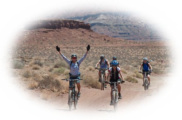 自転車で快適に走っている夢(にぎやかな街の中を颯爽と自転車で走る夢)