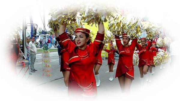 遊園地のパレードに参加する夢