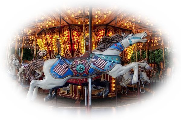 遊園地でメリーゴーランドに乗る夢(メリーゴーランドで次々と乗り物を乗り換える夢)