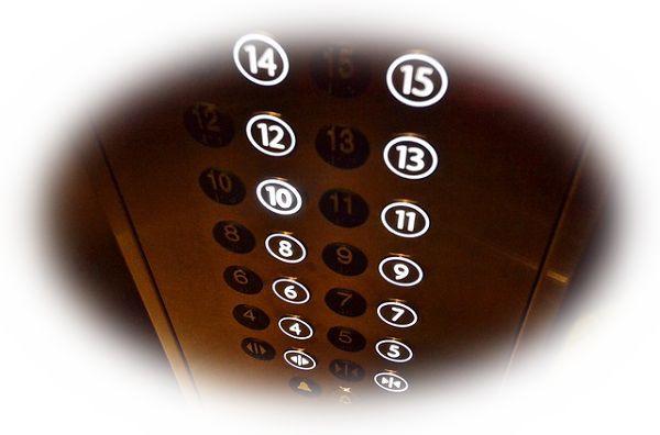 病院でエレベーターに乗る夢