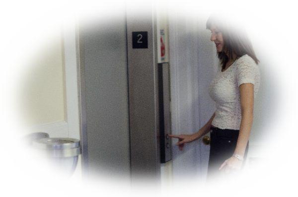 エレベーターに誰かと乗る夢(エレベーターに知り合いと乗る夢)