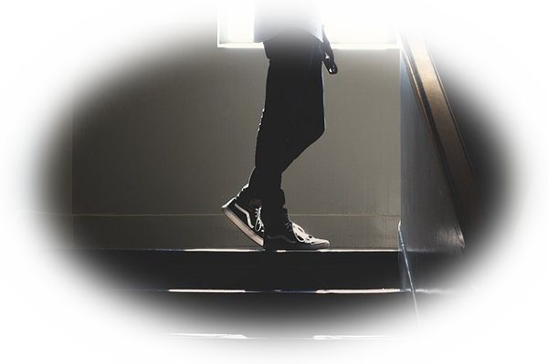 階段の踊り場で立ち往生している夢