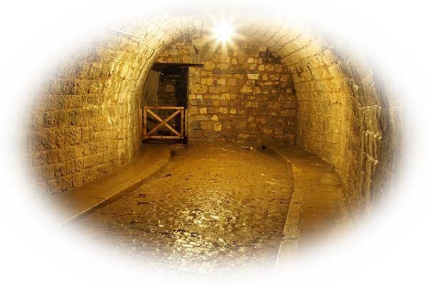 トンネルが行き止まりになっている夢(トンネルが行き止まりになっているので引き返す夢)