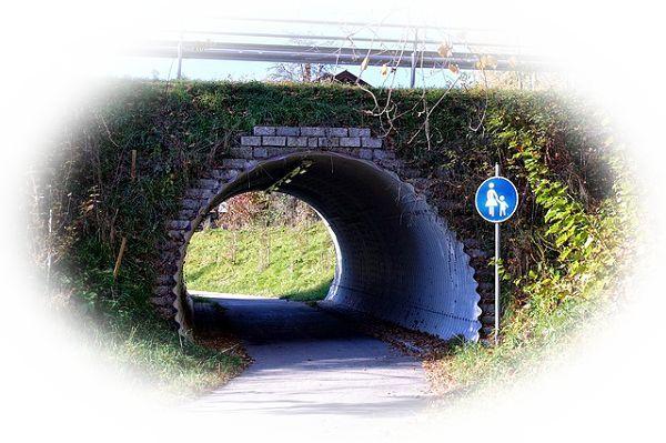 短いトンネルを通る夢(短いトンネルを見つける夢)