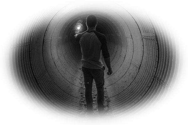 地下道を恐る恐る歩く夢(地下道を落ち着いて歩く夢)