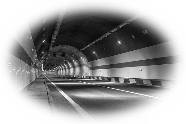 トンネルに入っても先が見えない夢