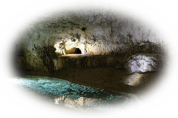 夢占い洞窟の夢の意味15選!怖い女性を表している?