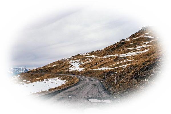 山道に水たまりが多い夢(山道で水たまりにはまってしまう夢)