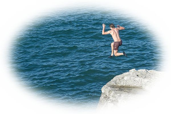 崖から飛び降りる夢