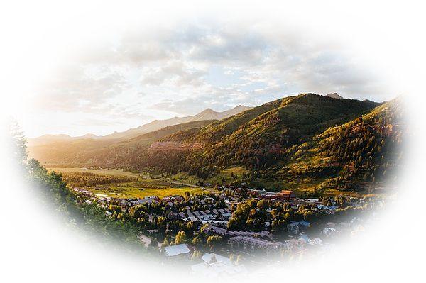 丘から街を見下ろす夢