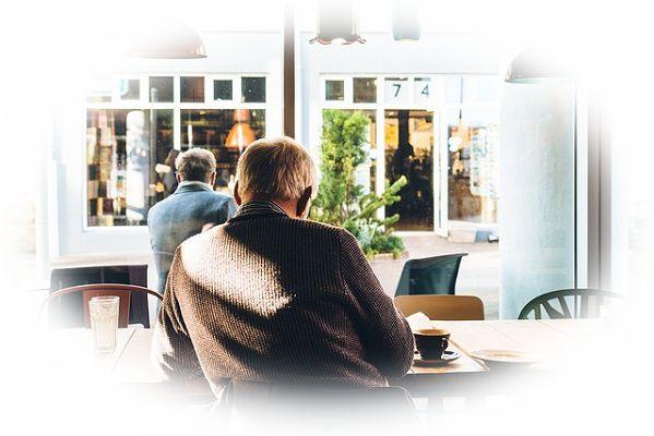 カフェや喫茶店で一人でいる夢