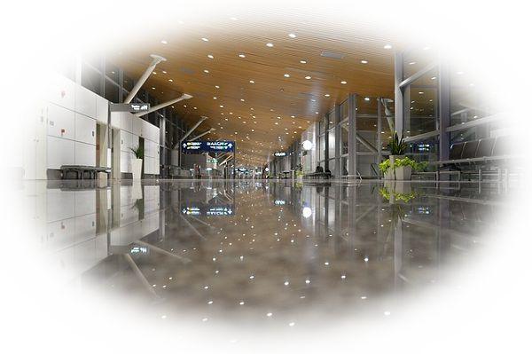飛行機に乗り遅れまいと空港の中を走る夢