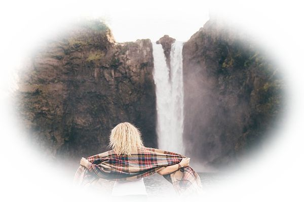 滝の水しぶきを浴びる夢