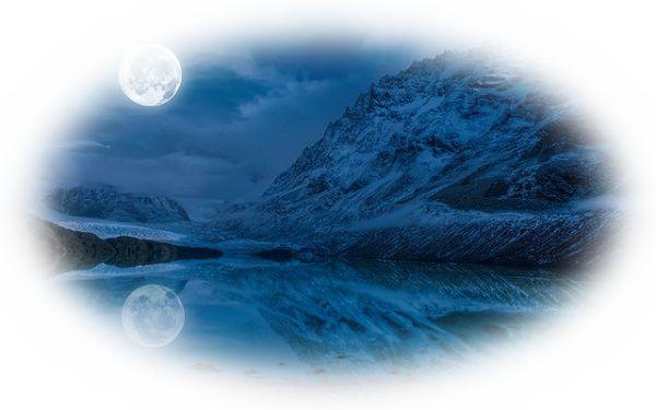 湖の水面に満月が映る夢(湖面に三日月が映る夢)