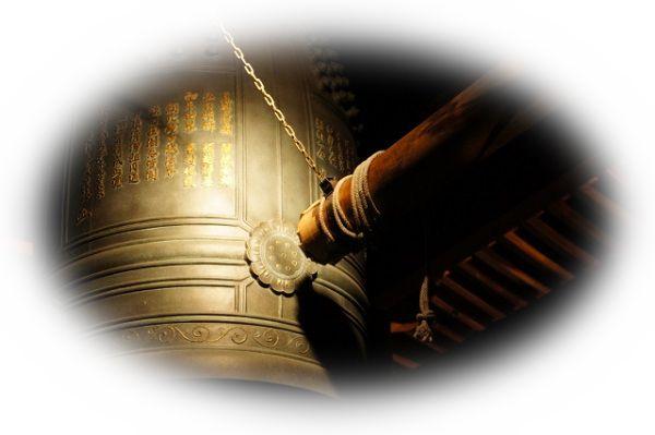 お寺の鐘楼台で鐘をつく夢(鐘楼台から落ちてしまう夢)