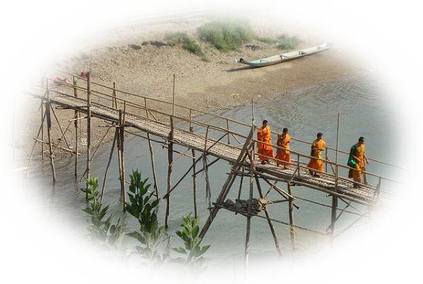 橋を渡る夢(谷や山に架かる橋を渡る夢)