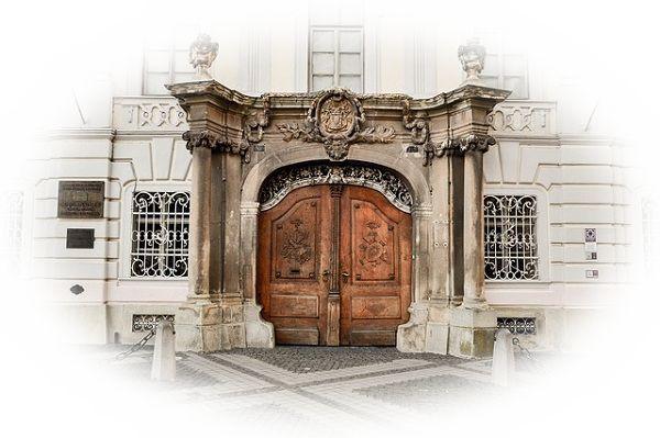 門の中に入れない夢(門が開いているのに入れない夢、門が閉じていて入れない夢)