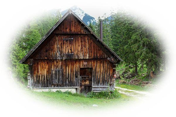 山登りしている途中で山小屋を見つける夢