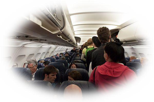 飛行機に乗り込む夢(大きな荷物を持って飛行機に乗り込む夢)