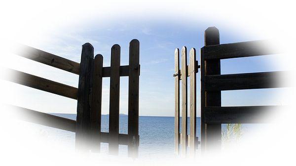 門を開ける夢(門がスムーズに開かない夢、門が錆びていて開きにくい夢)