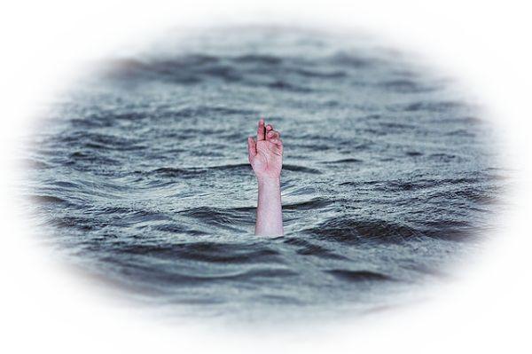 海で溺れる夢(海で溺れるが岸までたどり着く夢)
