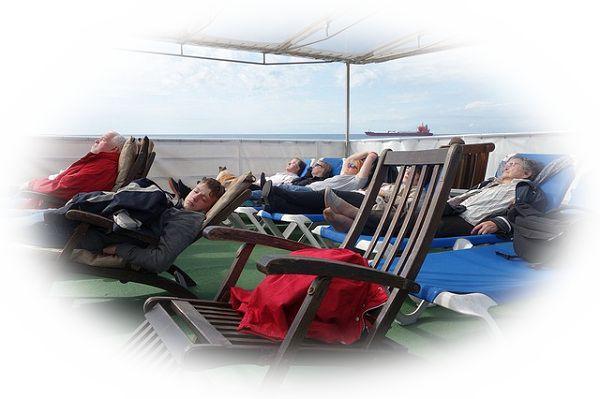 船の中で寝ている夢(船の中で酷く疲れて寝ている夢)