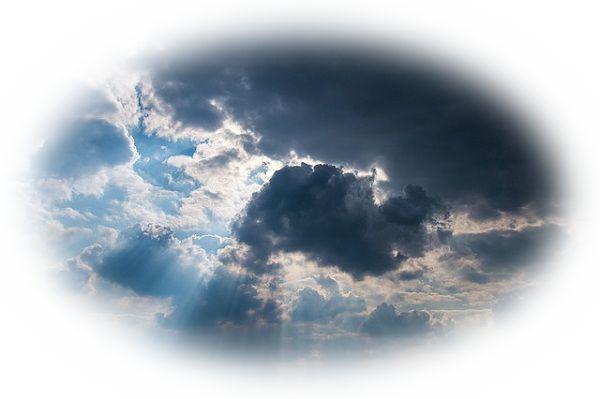 雲が太陽を隠す夢(雲の隙間から太陽の日差しが漏れている夢)