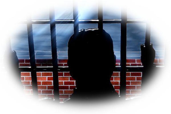 泥棒が自首して牢獄に入る夢