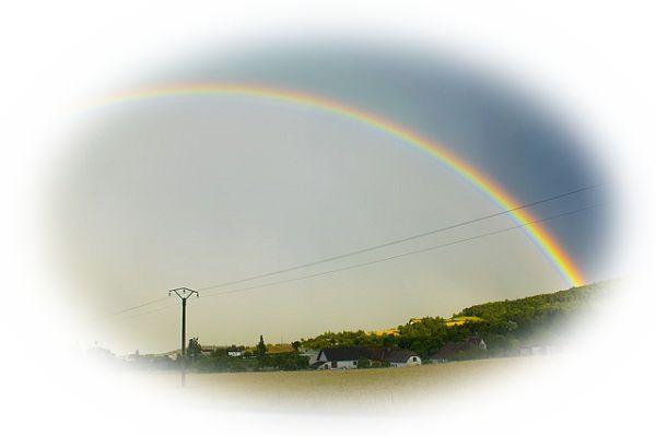 西にかかる虹を見る夢