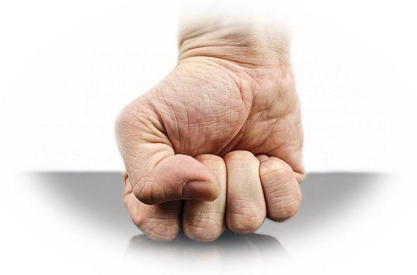指が思うように動かない夢
