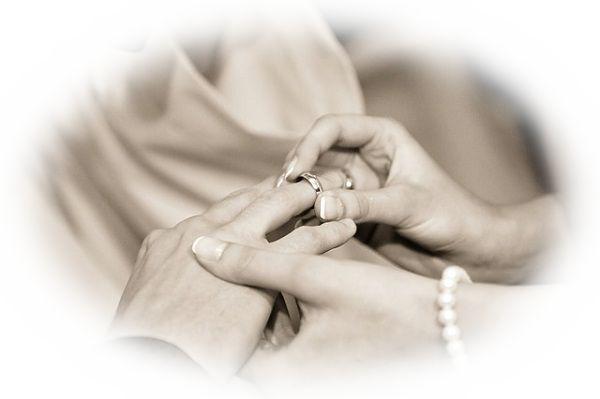 結婚指輪をはめる夢