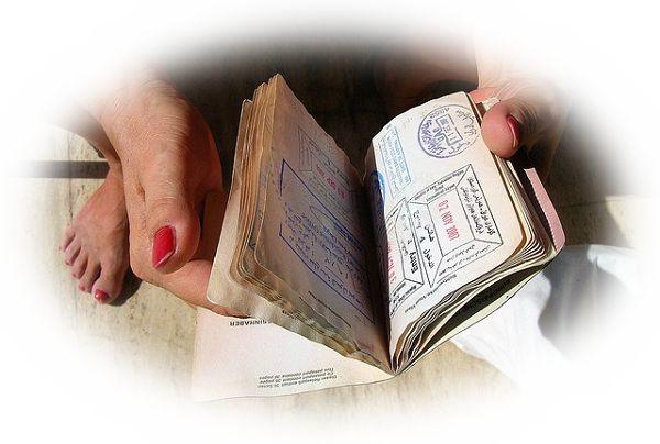 他人のパスポートを持っている夢