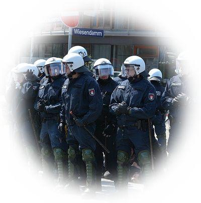 警察官と喧嘩になる夢