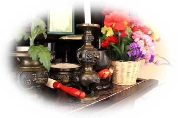 仏壇に花やお供え物をする夢(仏壇に花やお供え物がない夢)