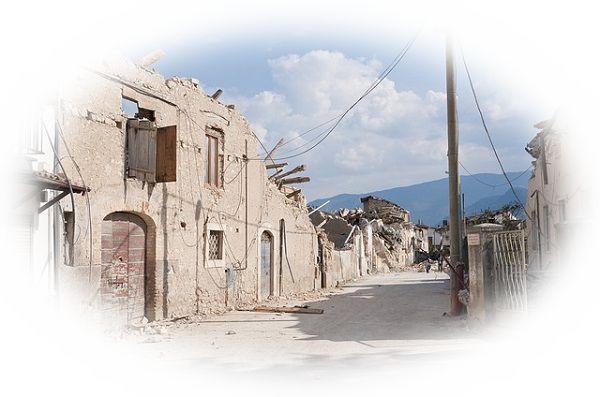 地震で街が壊滅する夢