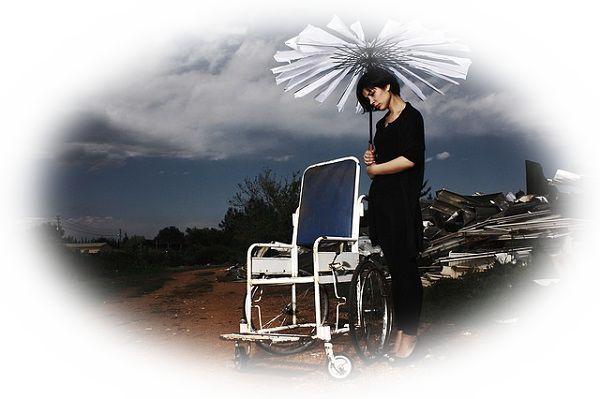傘が壊れる夢(傘が折れる夢、傘に穴があく夢)