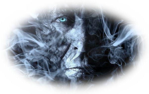 煙で人の表情が見えない夢