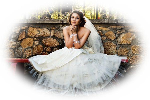 純白で白無垢のウエディングドレスを着る夢
