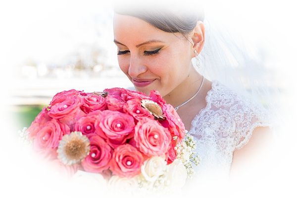 花束を投げる夢(結婚式でブーケトスしている夢)